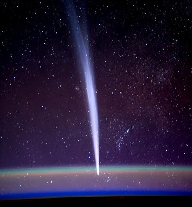 Илл.12. Комета Лавджоя, 2011 г. Снимок сделан с борта Международной космической станции