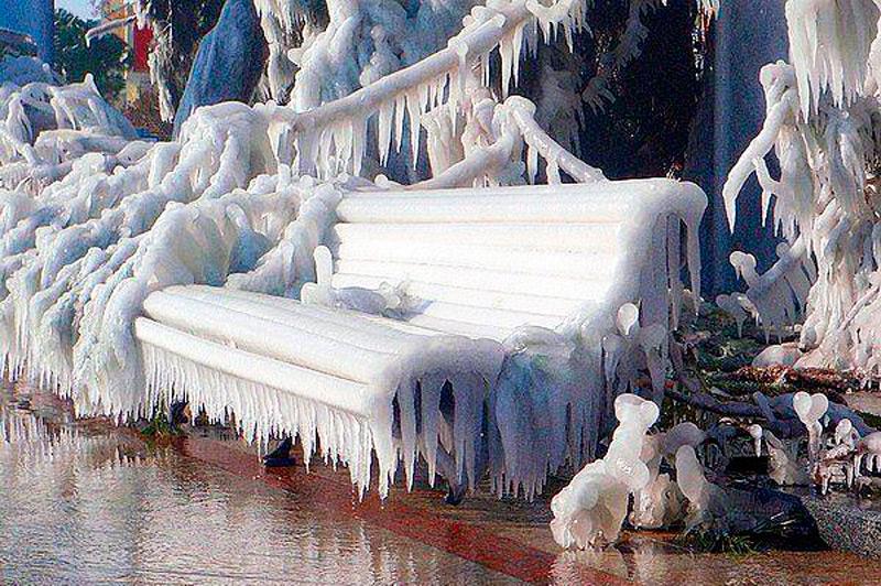 Присаживайтесь и наслаждайтесь зрелищем!