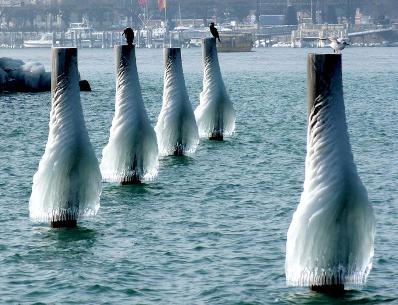 Красивые ледяные одеяния опор