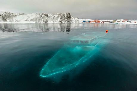 Затонувшая яхта Mar Sem Fim