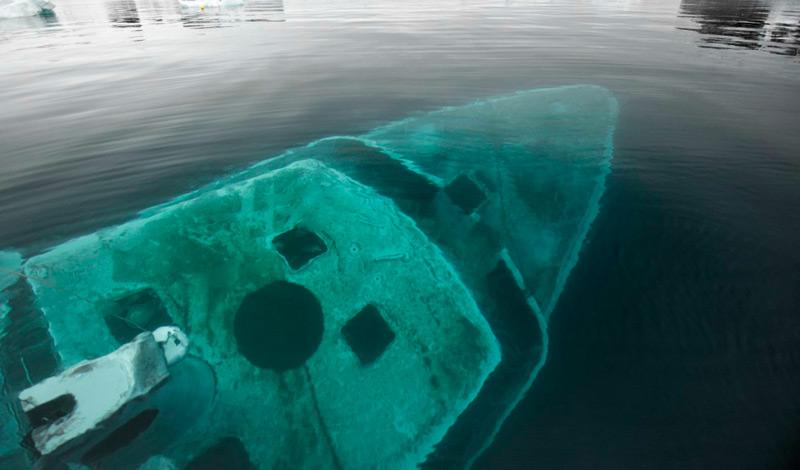 Затонувшая яхта в бухте Ардли