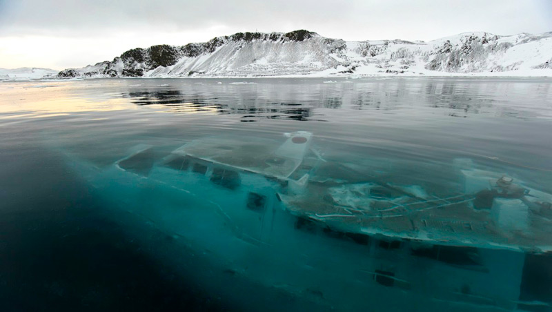 Яхта Mar Sem Fim во льдах Антарктики
