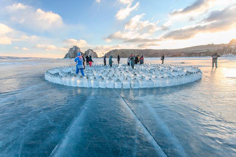 Лабиринт на льду Байкала у острова Ольхон