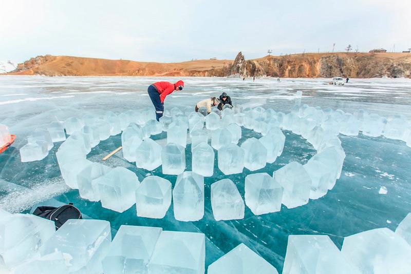 Процесс создания ледяного лабиринта