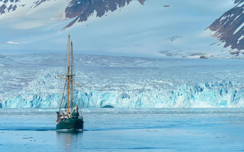 Оконечность ледника Лиллехук, архипелаг Шпицберген, Норвегия