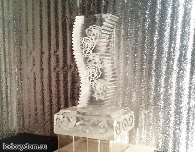 Ледяная скульптура для подарка