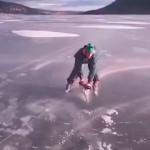 Поездка по льду на бензопиле
