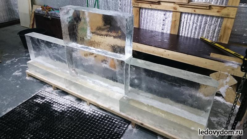 Установка ледяных блоков для логотипа