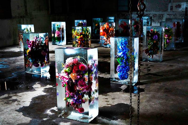 Цветочные композиции в ледяных блоках