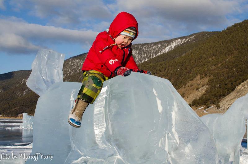 Дети смело седлали ледяных скакунов