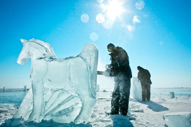 Процесс создания ледяных лошадей