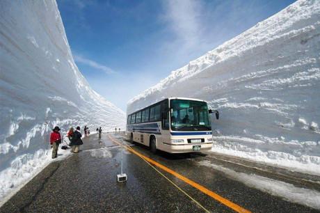 Снежная стена в Японии