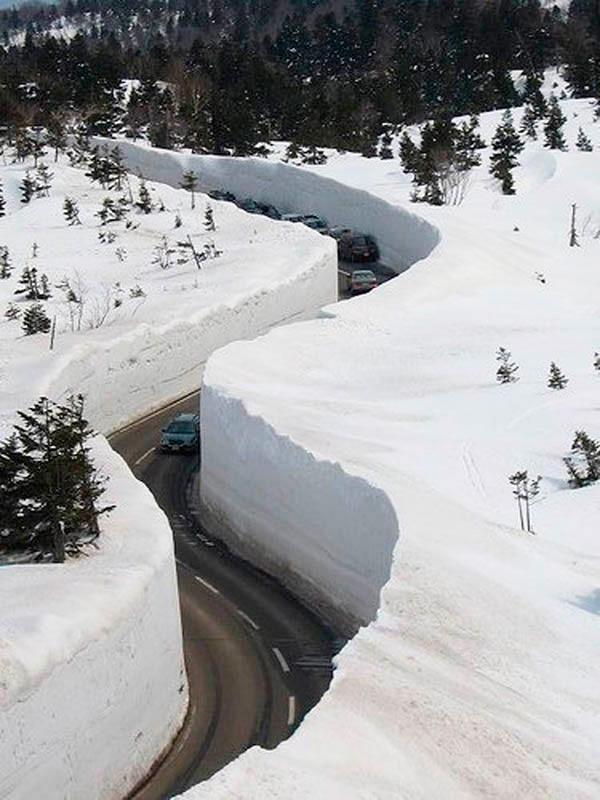 Вот так в Японии чистят снег