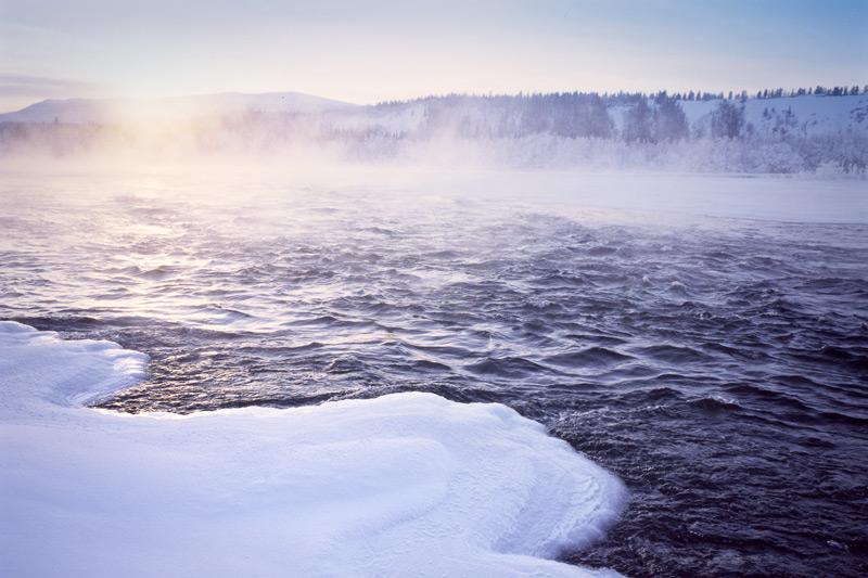 Илл.1 – Три состояния воды: жидкое, твердое (лед, снег) и туман (конденсация пара)