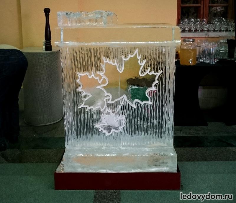 Ледяной бар с кленовыми листьями фото-2