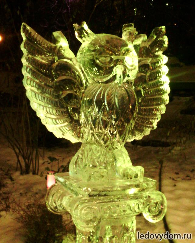 Хрустальная сова изо льда